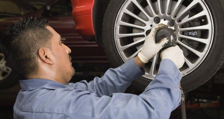 Uma roda de carro incorpora somente algumas partes simples
