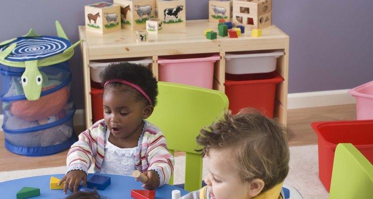 Las lecciones de la Biblia para los niños pequeños deben ser breves para cautivar su atención.