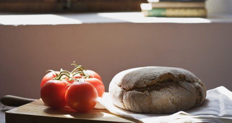El pan fresco difiere de los panes comprados en textura y corteza.