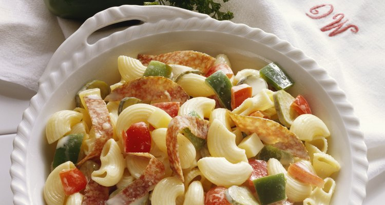 Prepare salada de macarrão com antecedência