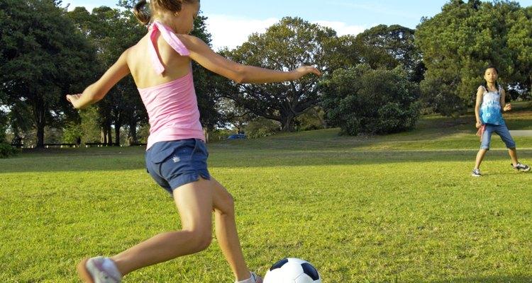 El fútbol (soccer) es una de muchas actividades para niños en Fairhope.