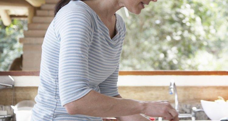 Existem vários tipos de recipientes plásticos de cozinha