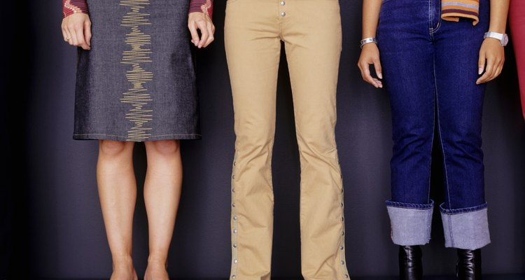 Los pantalones caqui en las mujeres son mucho más informales.