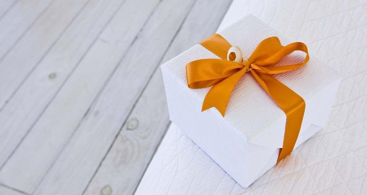 Las ideas de regalo para un padrino van desde algo pequeño y simple hasta algo más grande y personal.