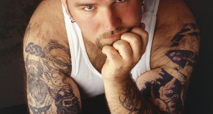 Diseña un tatuaje para cubrir tu brazo completo.