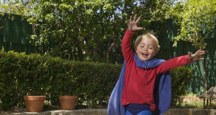 Crianças podem exibir seu herói preferido em uma competição de fantasias