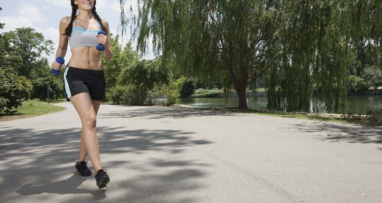 Un buen zapato para correr ayudará a proteger tus pies de un impacto de estrés innecesario.