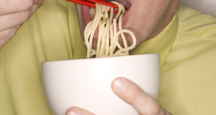 O yakisoba é melhor servido quente