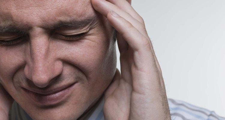 As cefaleias da enxaqueca são o resultado de um complexo processo causado pela contração e subsequente dilatação dos vasos sanguíneos cerebrais