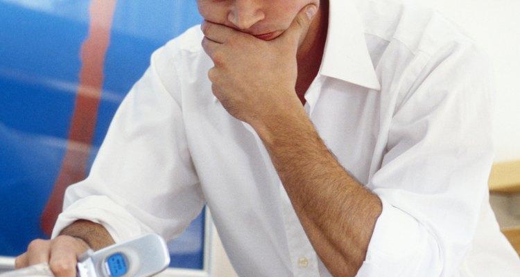 Sua namorada pode estar tendo alguns problemas que estejam impedindo-a de ligar para você