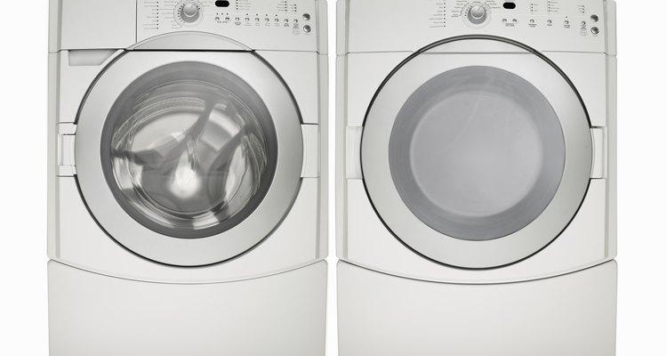 Uma máquina de lavar é um aliado ao tentar amaciar uma jaqueta de lona