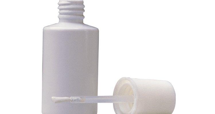 Os corretivos líquidos podem ser removidos de tecidos de couro