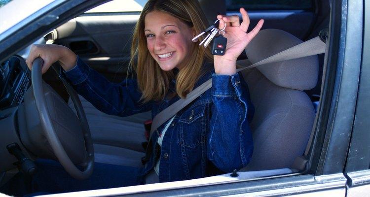 Muchas tendencias alarmantes de adolescentes involucran el estar al volante.