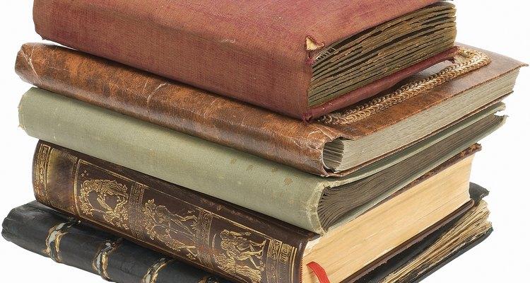 Fabrica tu propio librero hecho de cartón.