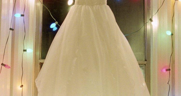 Um vestido em forma de A possui uma cintura menor e a parte de baixo mais cheia