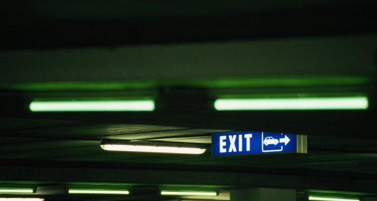 Los estacionamientos subterráneos pueden construirse de arriba hacia abajo o de abajo hacia arriba.