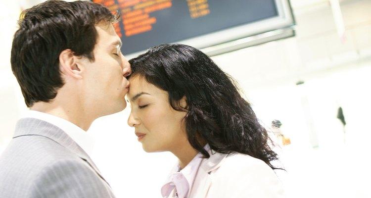 No ignores las señales del engaño en una relación de larga distancia.