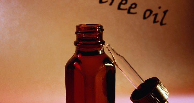 El aceite de árbol de té funciona para reducir la cantidad de pelo que pierden los perros.
