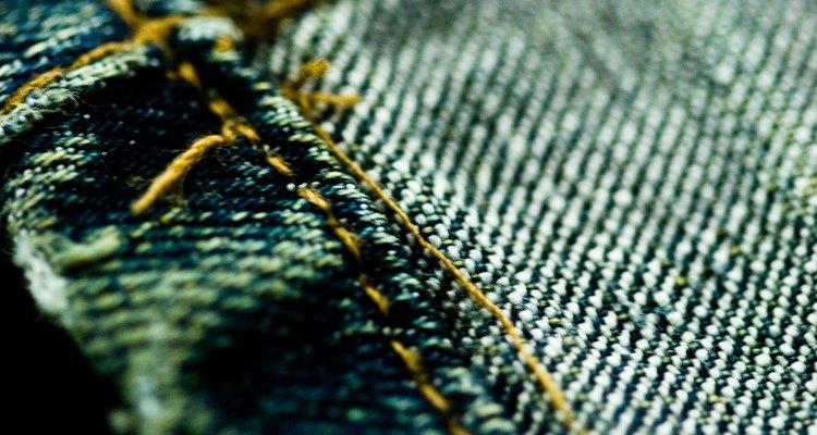 Los bluyín de mezclilla, ahora siendo un básico, fueron la innovación de Levi Strauss en 1800.