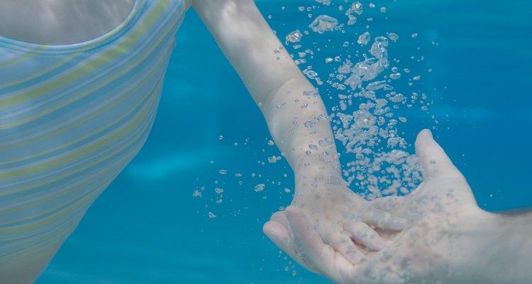 O ácido cianúrico em excesso pode tornar a piscina insalubre
