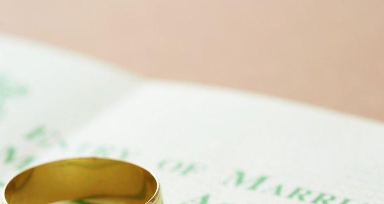 Alargue sua aliança de casamento com um medidor de anéis