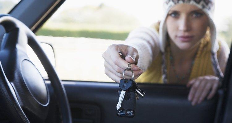 Entre em contato com um profissional que possua ferramentas que irão abrir seu Ford Focus