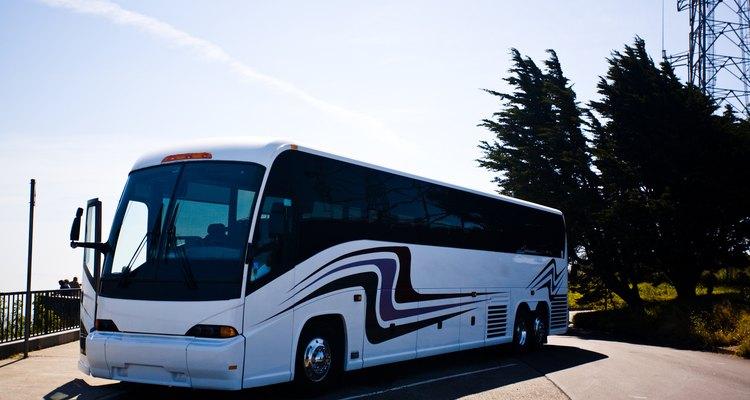 Os ônibus de turismo costumam ter banheiros para os passageiros