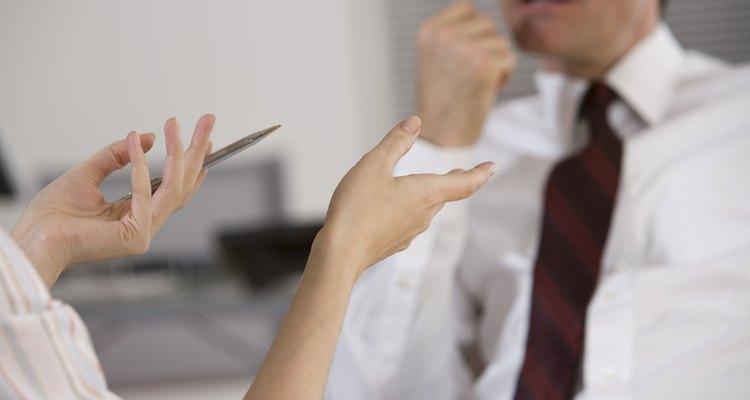 La mayoría de las personas que mienten quedan expuestos por sus propias actitudes y gestos.