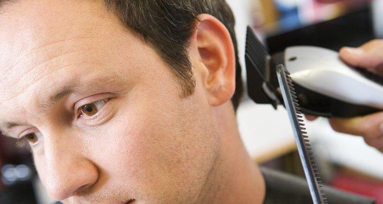 O pente se encaixa facilmente em ambos os lados nas máquinas de cortar cabelo