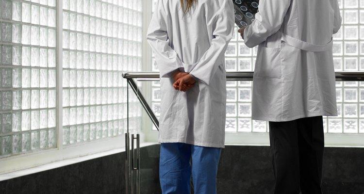 Los médicos tienen diferentes obligaciones dependiendo de su campo de interés.