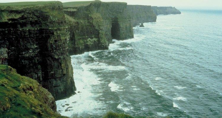 Los dramáticos acantilados de Moher son una excursión fácil de un día partiendo de Ennis.