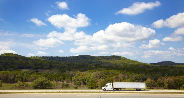 Los conductores de camiones gastan muchas horas solitarios en las carreteras.