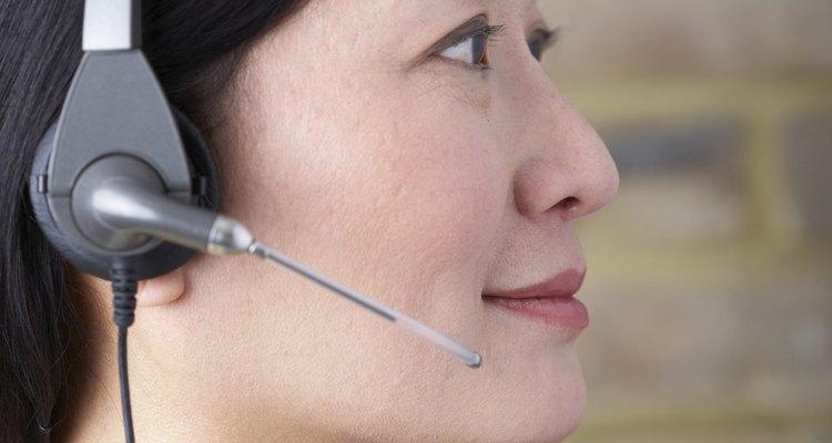 Un buen supervisor de call center a veces responde él mismo a preguntas de los clientes.