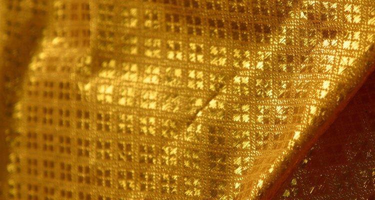 Las características de la seda Jacquard son los diseños.