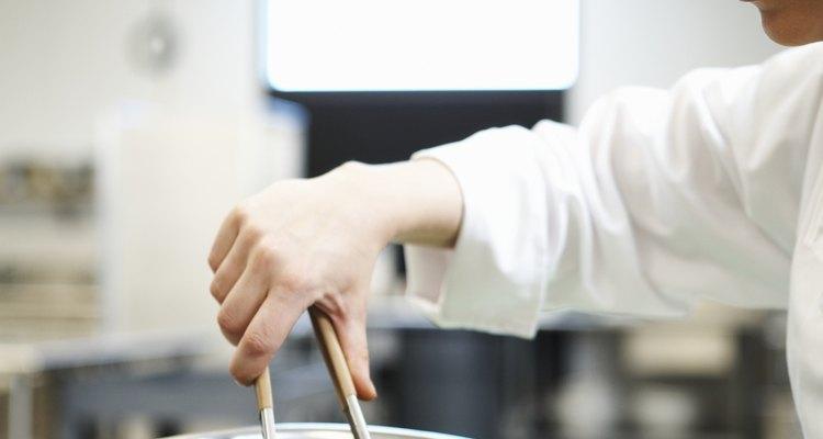 A alface crespa é usada em saladas, em que o gosto amargo pode ser mascarado por diferentes molhos