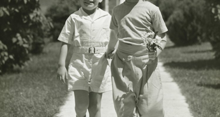 Children's fashion in the 1940s was simple.