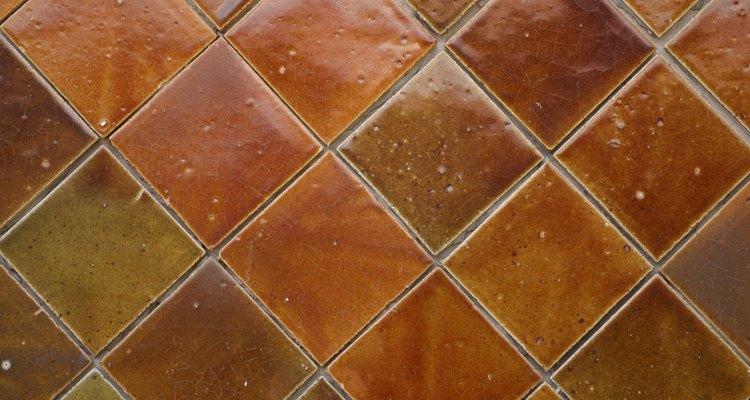 La limpieza regular hace las baldosas cerámicas luzcan como nuevas durante años.