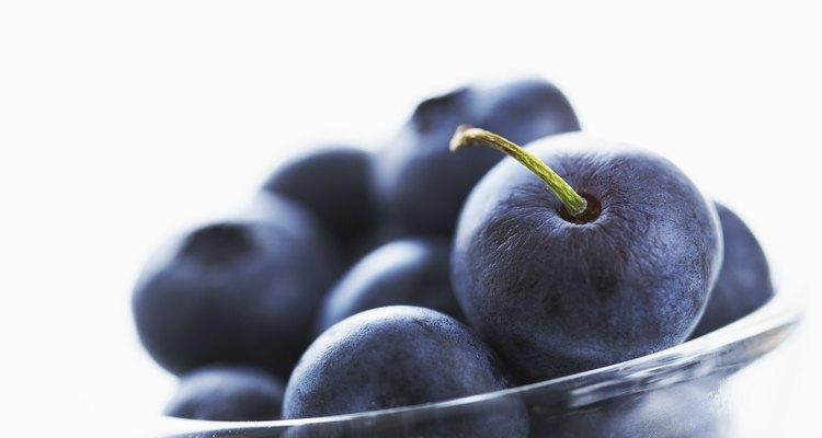O mirtilo e a cereja são boas fontes de antioxidantes