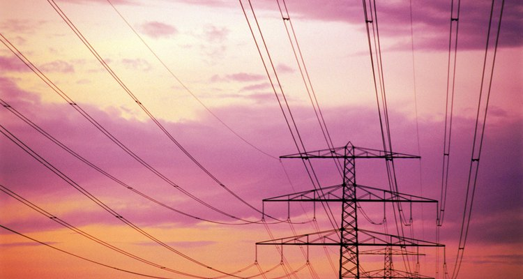Las líneas eléctricas emiten energía electromagnética.