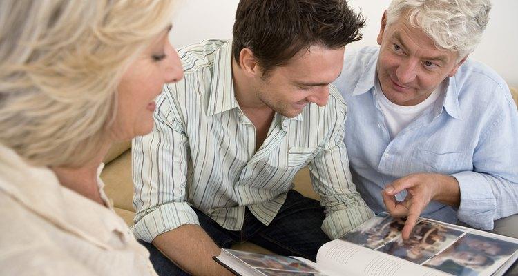 Usa palabras amables y muéstrales afecto a tus padres como una forma de respetarlos.