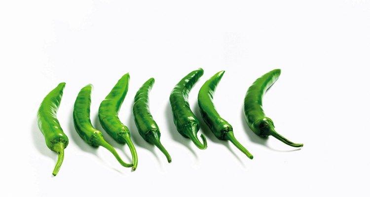 No olvides calentar los chiles verdes.