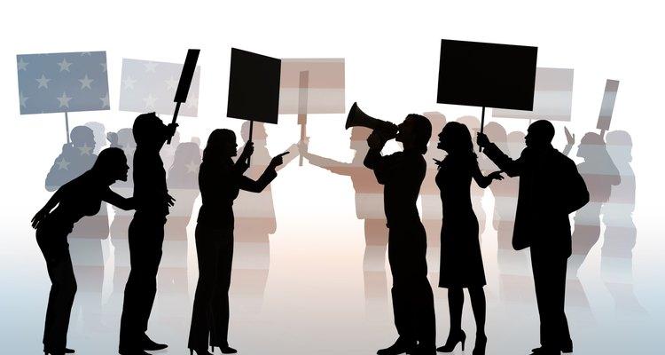 Las fuerzas sociales motivan a los protestantes a concentrarse para apoyar las denuncias sobre la causa por la que luchan.