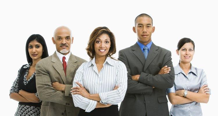 Identifica mercados de reclutamiento de empleados potenciales.