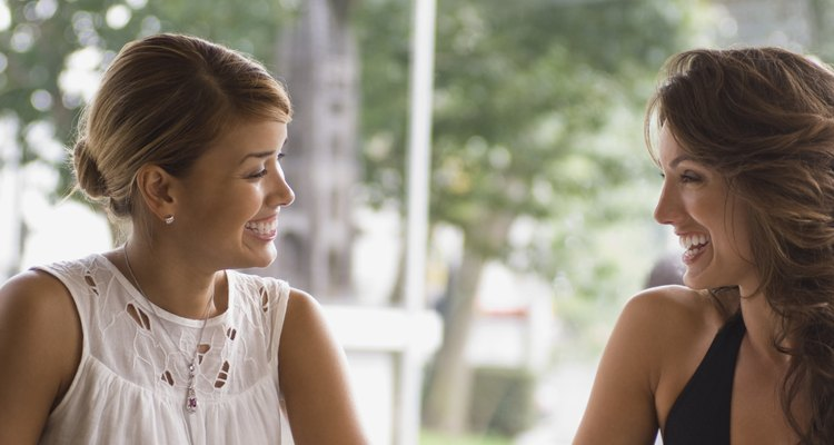 Debes salir si quieres conocer compañeras lesbianas.