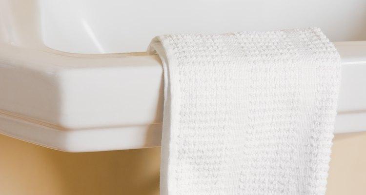 Garantir a manutenção de sua torneira pode economizar água, pois uma torneira espanada é mais propensa a vazar