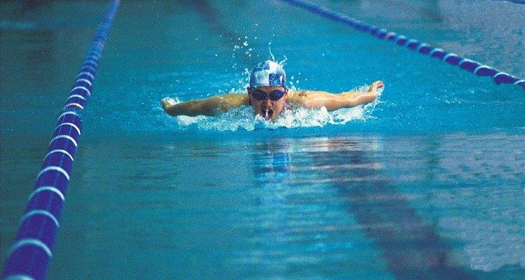 Una piscina con un tamaño estándar de 25 yardas de longitud (23 m) generalmente cuesta US$50 por pie cuadrado construiído (por cada ,09 metro cuadrado)