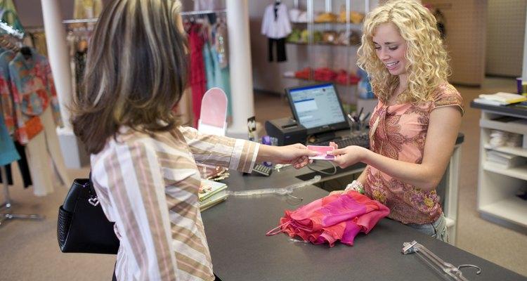 Asegúrate de que la cartera sea real llevándola a una tienda oficial de Gucci.