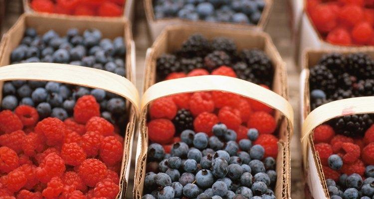 Também conhecido como blueberry, o mirtilo ajuda a emagrecer