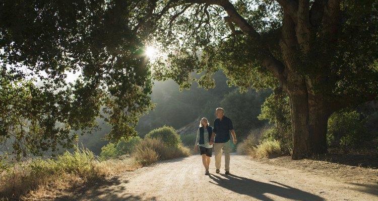 Dê uma volta ao ar livre para aproveitar momentos de qualidade com alguém que você ama