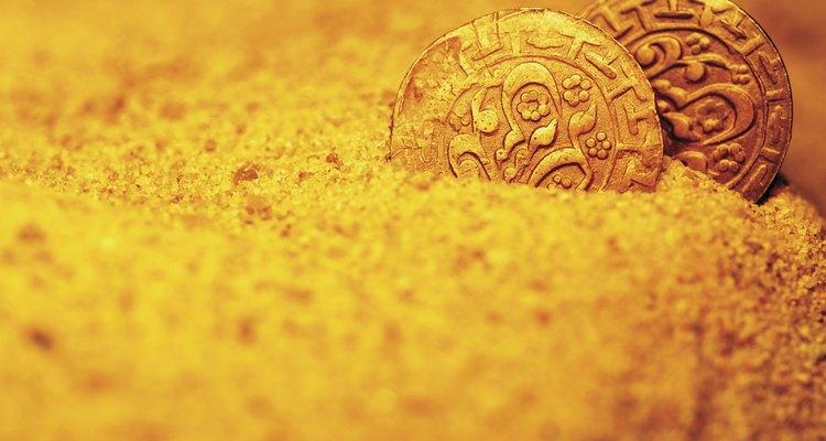 Áreas com uma mistura de pedregulhos, cascalho e detritos de uma encosta adjacente são bons lugares para encontrar ouro